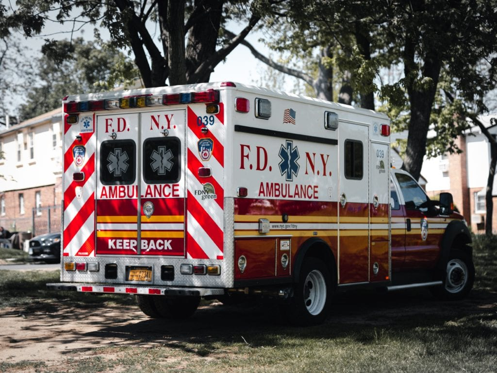 ICareHealthCare | Healthcare Advocacy | Ambulance | When To Call 911